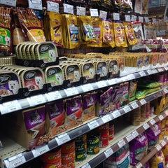Photo taken at Villa Market (วิลล่า มาร์เก็ท) by ChaBew C. on 7/14/2014