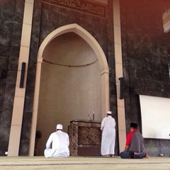 Photo taken at An-Nahdhah Mosque by Rafi k. on 8/15/2014