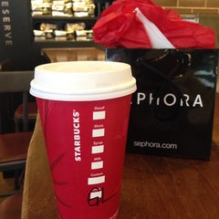 Photo taken at Starbucks by Larianne LarJ Tide on 11/12/2014