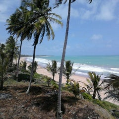 Photo taken at Praia Mirante da Sereia by Leonardo V. on 1/4/2013