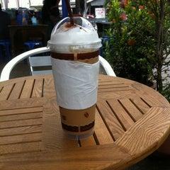 Photo taken at ตลาดไร่วนาสินท์ by Jun{(-_-)} ม. on 10/31/2012