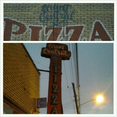 Photo taken at Grant Central Pizza by Terrence S. on 12/12/2012