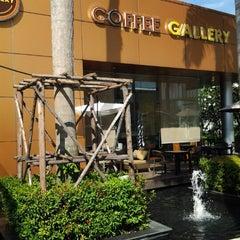 Photo taken at Coffee Gallery (คอฟฟี แกลเลอรี) by Chiu J. on 12/22/2012
