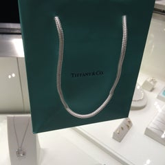 Photo taken at Tiffany & Co. by Bianca B. on 12/24/2014