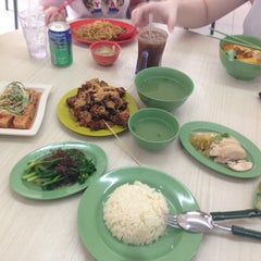 Photo taken at Chang Cheng Mee Wah 長城美華 by Jason B. on 7/14/2013
