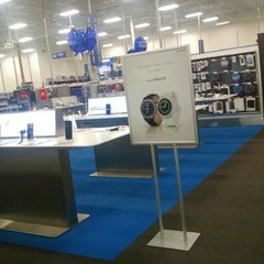 Photo taken at Best Buy by Amy Y. on 10/4/2015