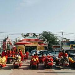 Photo taken at ศาลเจ้าแม่ทับทิม by Thun Kewpling on 2/8/2016