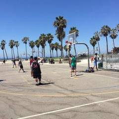 Photo taken at Venice Beach Basketball Courts by cokelabra on 8/15/2015
