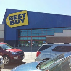 Photo taken at Best Buy by Doc S. on 10/8/2013