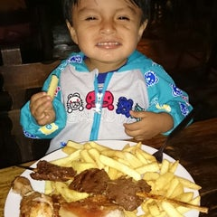 """Photo taken at Restaurant """"Donde Walter"""" by Carlos M. on 4/6/2014"""