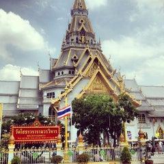 Photo taken at วัดโสธรวรารามวรวิหาร (Wat Sothon Wararam Worawihan) by Federbrau T. on 6/8/2013