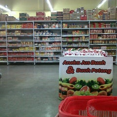 Photo taken at Carrefour by didik d. on 12/29/2012