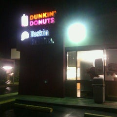 Photo taken at Dunkin' Donuts by MamaDox85 on 9/19/2012