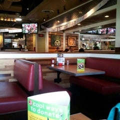 Photo taken at Chili's Grill & Bar by John L. on 9/23/2012