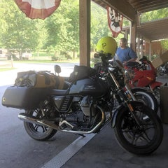 Photo taken at Ironhorse Motorcycle Lodge by Val in Real Life on 8/28/2015