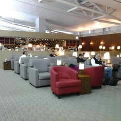 Photo taken at Asiana Airlines Business Lounge by Dick S. on 11/17/2012