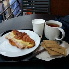 Photo taken at Starbucks (สตาร์บัคส์) by Aleksandr S. on 4/3/2013