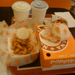 Photo taken at Popeyes Louisiana Kitchen by Mayra M. on 2/28/2013
