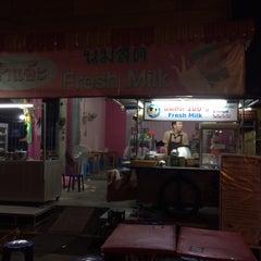 Photo taken at ป้าแอ๊ะ นมสด ขนมปังสังขยา (ข้างสมาคมฮากกา) by Sanit K. on 3/7/2015