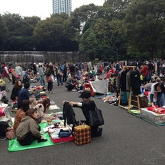 Photo taken at 新宿中央公園 (Shinjuku Central Park) by Shu on 10/27/2012