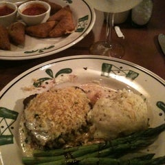 Photo taken at Olive Garden by Maria F. on 1/12/2013