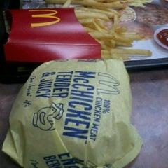 Photo taken at McDonald's by Kaer E. on 11/25/2012