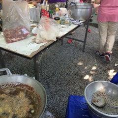Photo taken at วัดพันแหวน (Wat Phan Waen) by Nichaporn K. on 11/14/2015