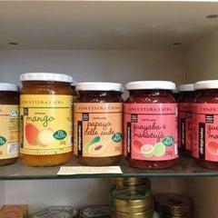 Photo taken at CAPOVERSO Prodotti Vegan, Bio, Ecocompatibili, Equosolidali by Capoverso S. on 12/29/2012