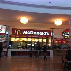 Photo taken at Patio de Comidas Mall Plaza Norte by Nicolas F. on 10/5/2012