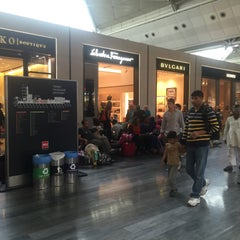 Photo taken at Dış Hatlar Gidiş Terminali by Bora D. on 7/11/2015