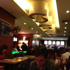 Photo taken at 百怡咖啡 Blenz Coffee / Yeasun Coffee by Phi N. on 12/1/2012