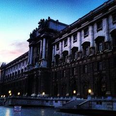 Das Foto wurde bei Prunksaal der Nationalbibliothek von Caio G. am 12/31/2012 aufgenommen