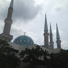 Photo taken at Masjid Sultan Ismail by نظر شه ع. on 5/7/2013