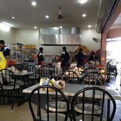Photo taken at Restoran Al-Shafar Corner by نظر شه ع. on 1/17/2013