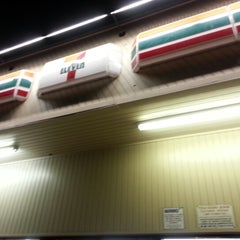 Photo taken at 7-Eleven by Poohko H. on 12/28/2012