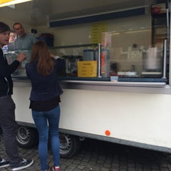 Photo taken at Hamburgerkraam De Stokke by Michaël on 9/27/2014