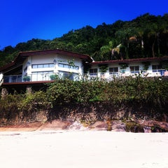 Photo taken at Ilha Dos Porcos by Valdir S. on 8/1/2013