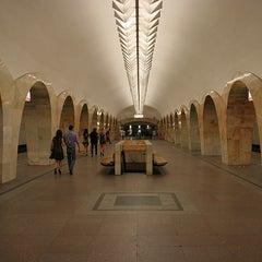 Photo taken at Метро Кузнецкий мост (metro Kuznetsky Most) by Fоursquаrе по-русски on 10/30/2012