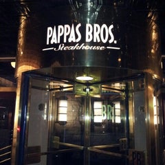 Photo taken at Pappas Bros. Steakhouse by Kirby 👉💔👈 on 10/28/2012