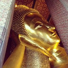 Photo taken at วัดพระเชตุพนวิมลมังคลารามฯ (Wat Pho) by ไอซ์ ไ. on 6/9/2013