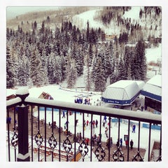 Photo taken at The Arrabelle at Vail Square, A RockResort by Liz W. on 1/11/2013