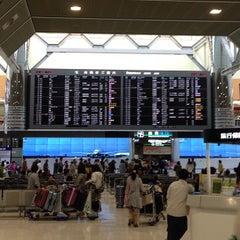 Photo taken at 成田国際空港 第2ターミナル (Narita International Airport - Terminal 2) by MEIKIYOAIPAPA on 3/2/2013