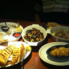 Photo taken at Red Lobster by Rosette Ann P. on 12/5/2013