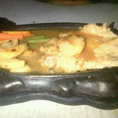 Photo taken at Kampoeng Steak by Dini I. on 10/2/2012