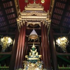Photo taken at วัดพระแก้ว (Wat Phra Kaeo) by Tikamporn S. on 11/16/2012