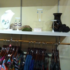 Photo taken at Persimmon Waikola by Dianna N. on 10/12/2012