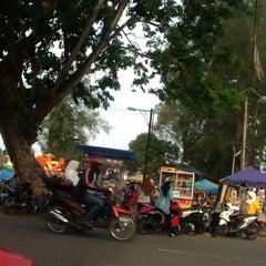 Photo taken at Lapangan Merdeka by Dwi A. on 5/10/2013