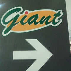 Photo taken at Giant Hypermarket by Primus A. on 10/29/2012