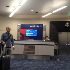 Photo taken at Gate 47 by Aylinalinaa on 10/15/2013