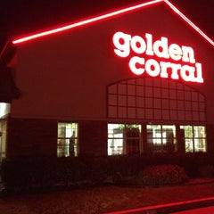 Photo taken at Golden Corral by maksim on 11/26/2012